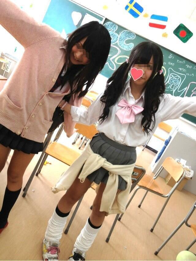 ピッチピチの女子校生が履いてるルーズソックスにチンポコ蹴られたいエロ画像 9109