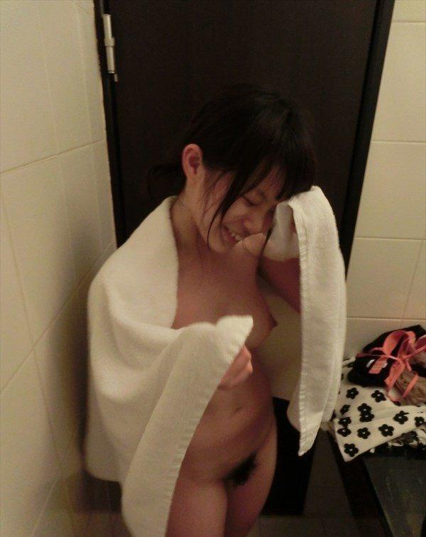 巨乳で可愛い元カノ全裸写メ!!!男の都合で晒される彼女のイイ体www 0301