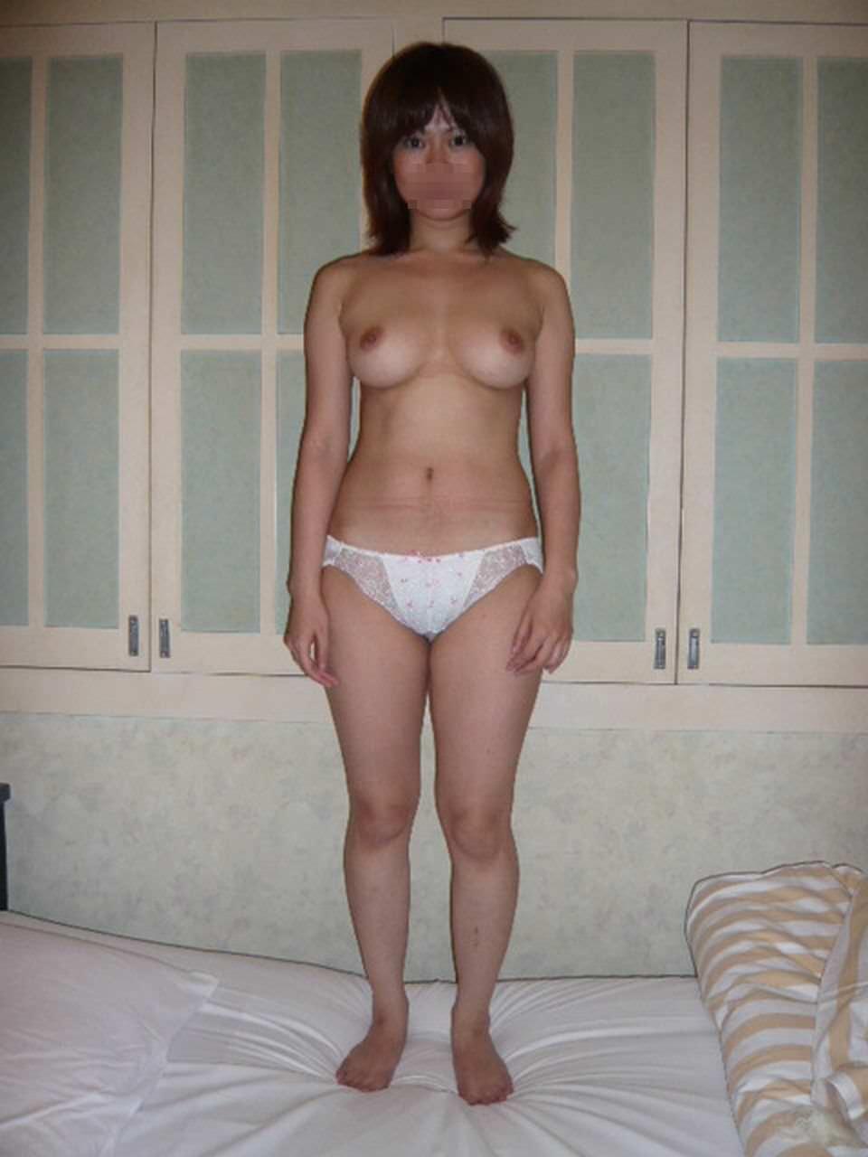 巨乳で可愛い元カノ全裸写メ!!!男の都合で晒される彼女のイイ体www 0312