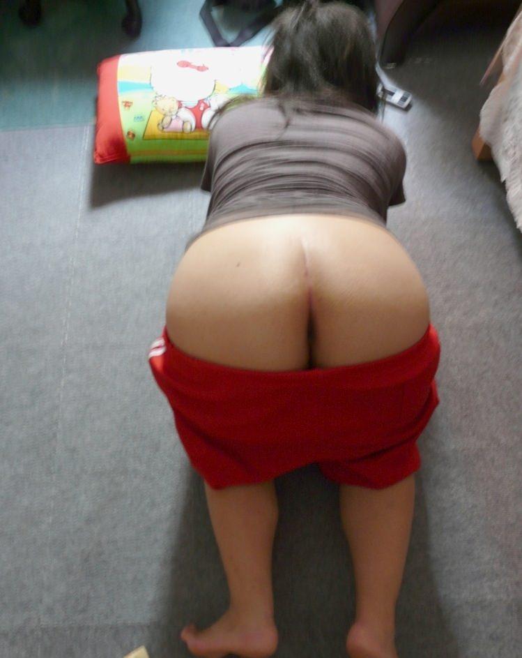 彼女の巨尻や美尻はパンツ有ってこそ俺好みwww素人フェチ尻エロ画像www 0845
