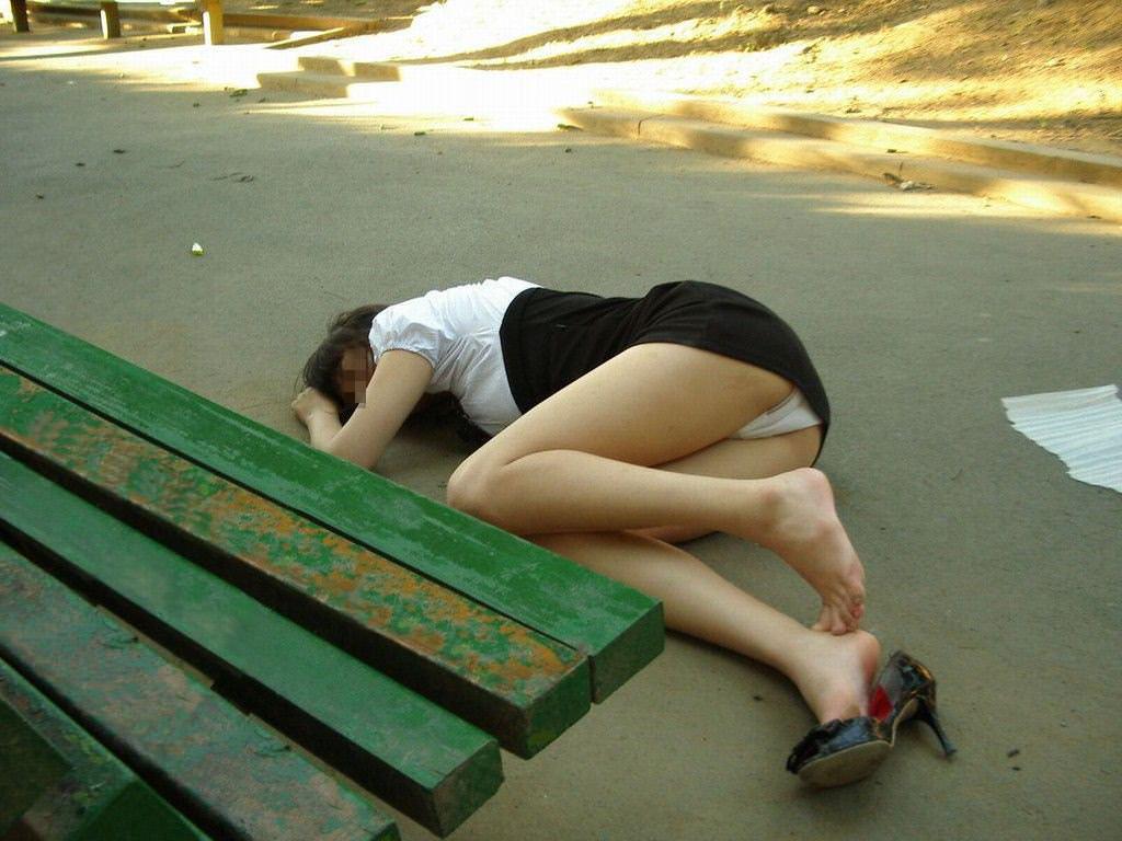 調子こいて酒飲みすぎた素人娘たちの悲惨なエロ画像 103