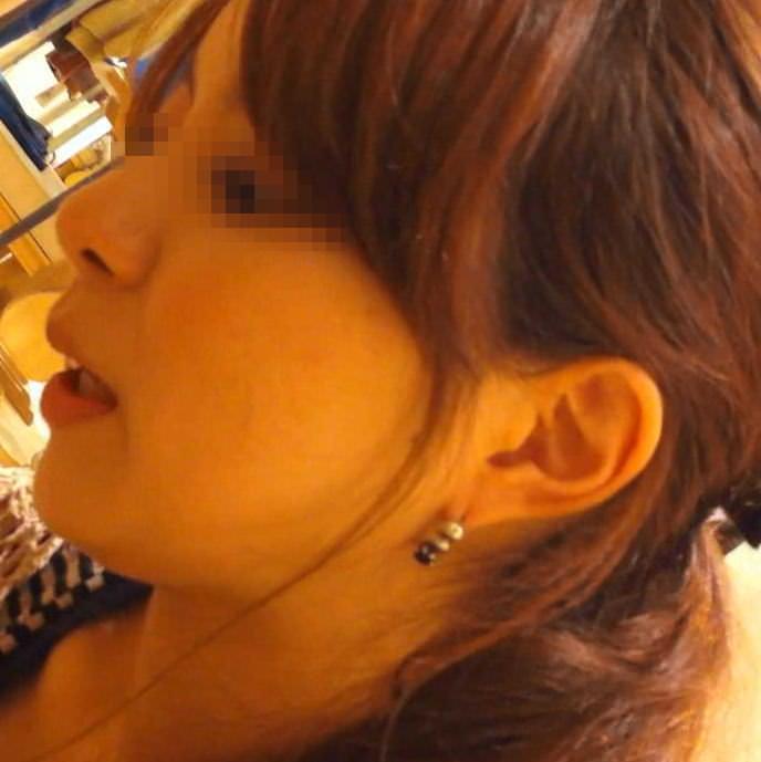 ワンピース着たガチで激カワのショップ店員のパンチラ胸チラ隠し撮りエロ画像 1031