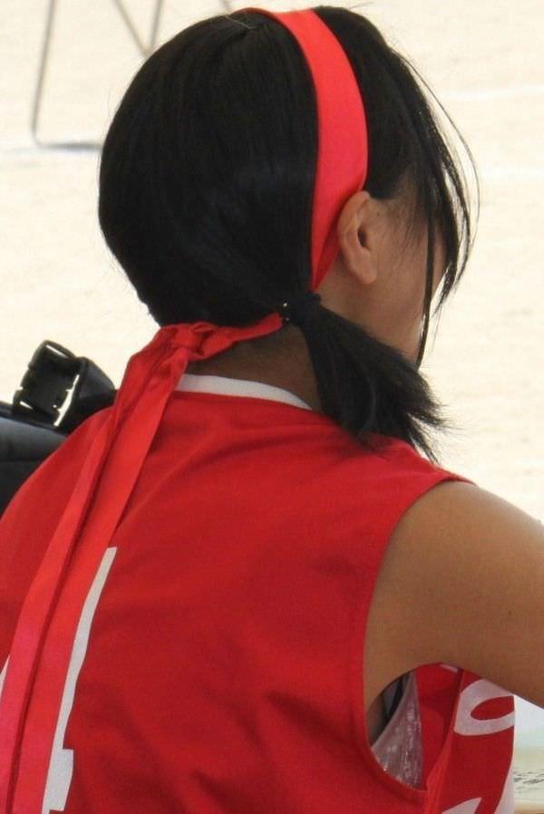 脇横から覗く乳首が可愛い胸チラおっぱいエロ画像 1038