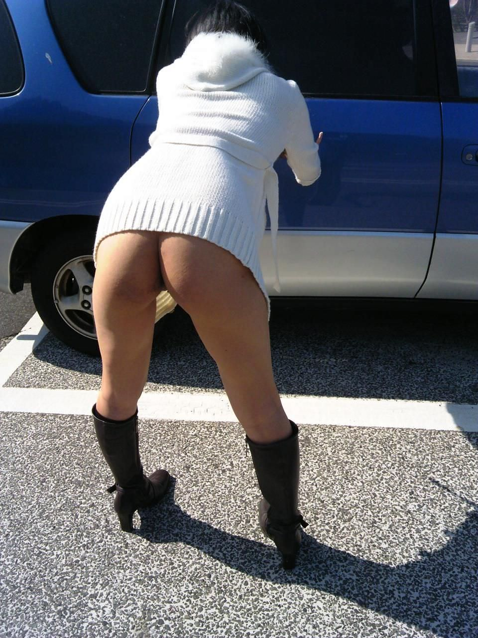 変態旦那とドライブ中にスイッチ入っちゃって脱いじゃった露出狂人妻のエロ画像 1065
