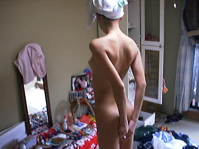 思春期の弟を勃起力を完全に舐めてる!自宅で全裸とか薄着姿でうろつく姉貴のエロ画像 1104