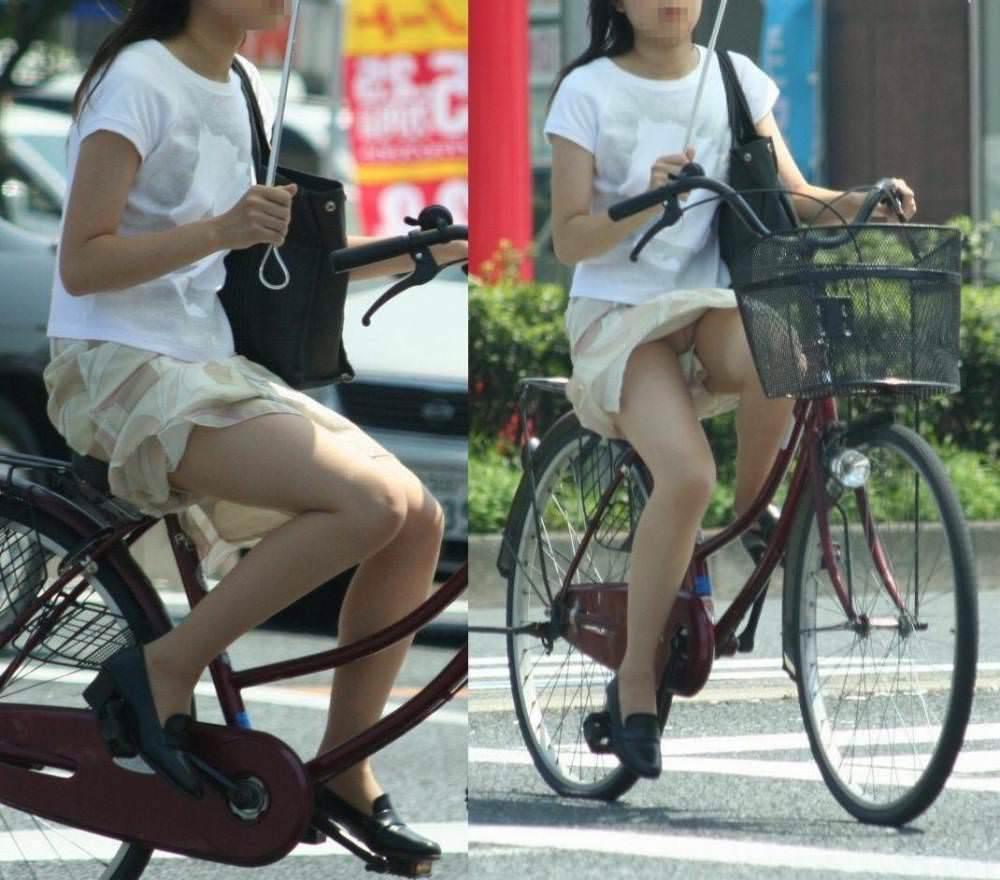 自転車に乗るお姉さんの動くまんこに馴染んだパンチラ画像 1136