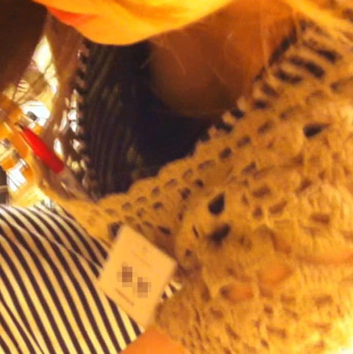 ワンピース着たガチで激カワのショップ店員のパンチラ胸チラ隠し撮りエロ画像 1141