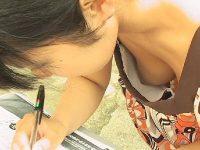 若い子から人妻まで乳首が見えたり見えなかったり街撮り胸チラエロ画像