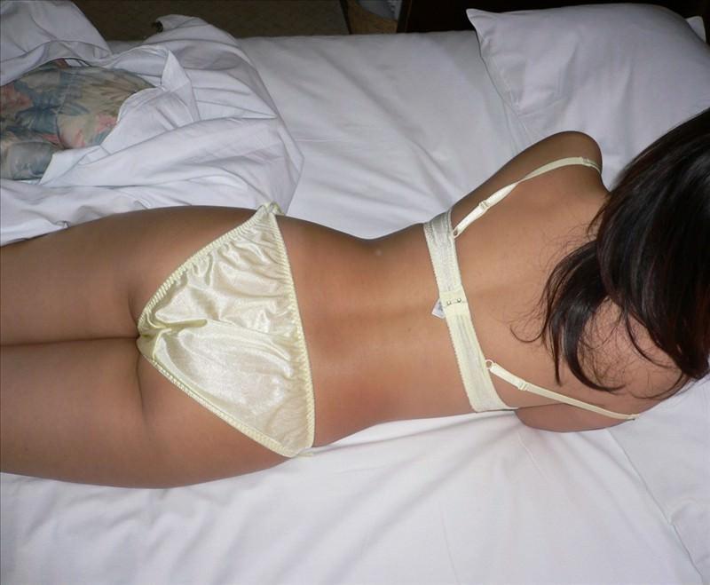 彼女の可愛いお尻のパンティー姿を撮影した素人エロ画像 1160