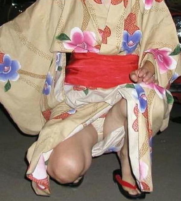 浴衣着た女の子を股間を逆さパンチラで撮影したエロ画像 1273