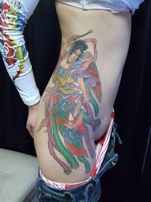 コスプレ感覚で大事な女体に刺青が彫ってる強面エロ画像 13111