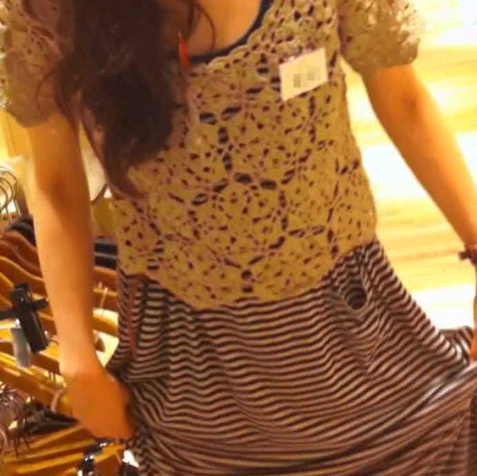 ワンピース着たガチで激カワのショップ店員のパンチラ胸チラ隠し撮りエロ画像 1331