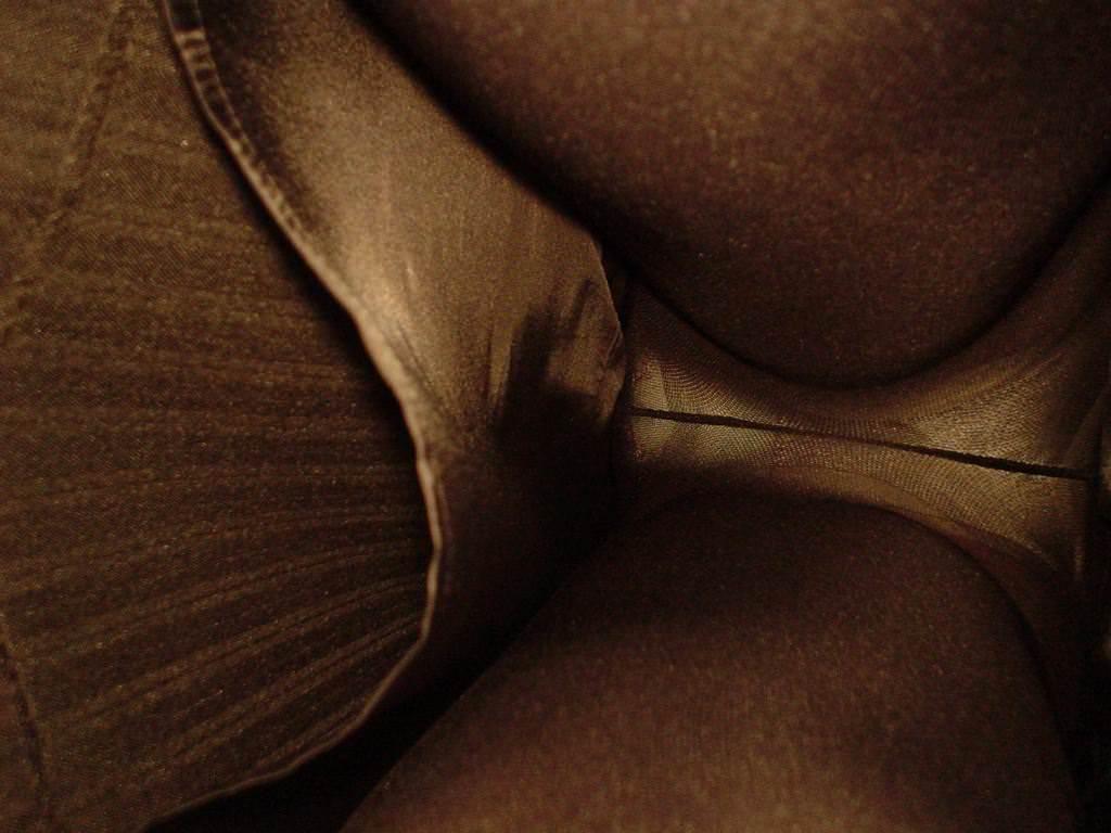 OLの働く汗が染み込んだ逆さパンチラ画像 1513