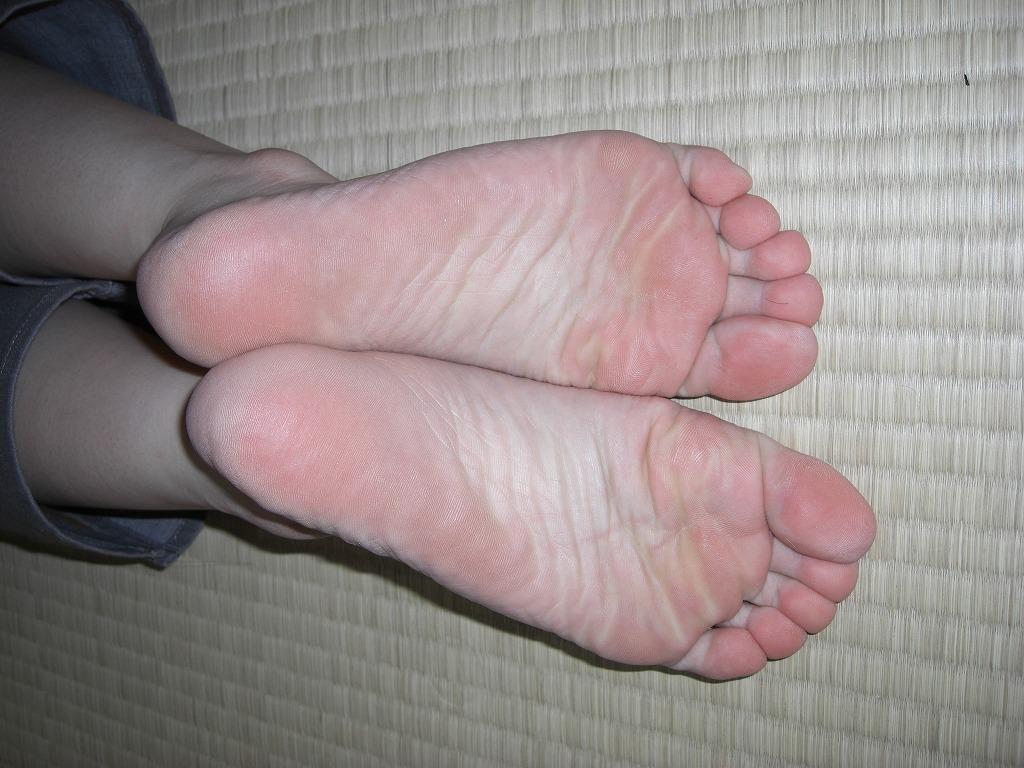 臭いほど勃起力が増すギャルやOLのパンスト足や生足のエロ画像 1526