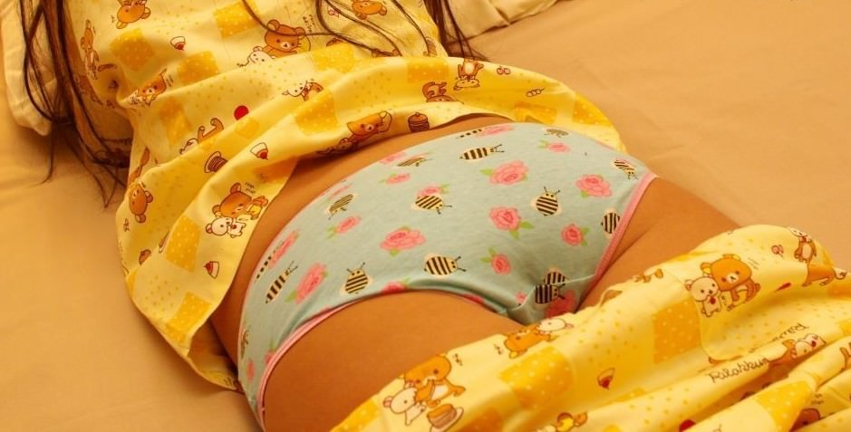 ロリロリなパンティー履いてお兄ちゃんをからかってるガチ妹のエロ画像 157