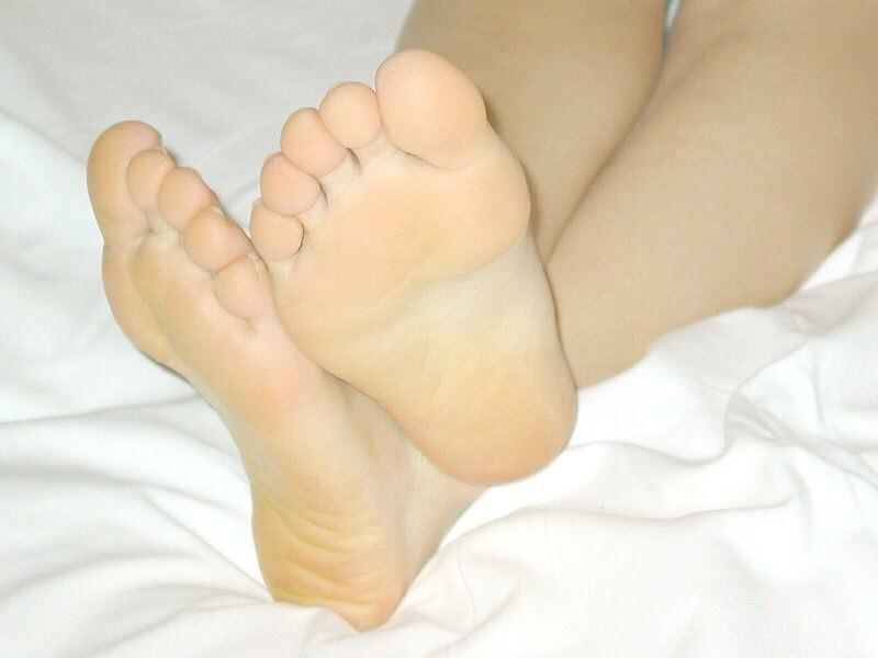 臭いほど勃起力が増すギャルやOLのパンスト足や生足のエロ画像 1625
