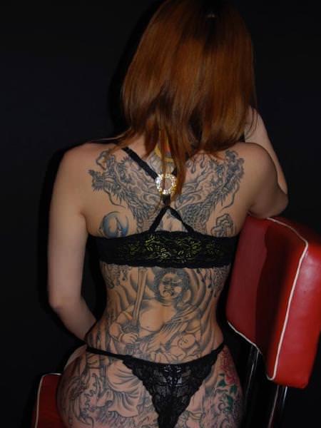 コスプレ感覚で大事な女体に刺青が彫ってる強面エロ画像 1691