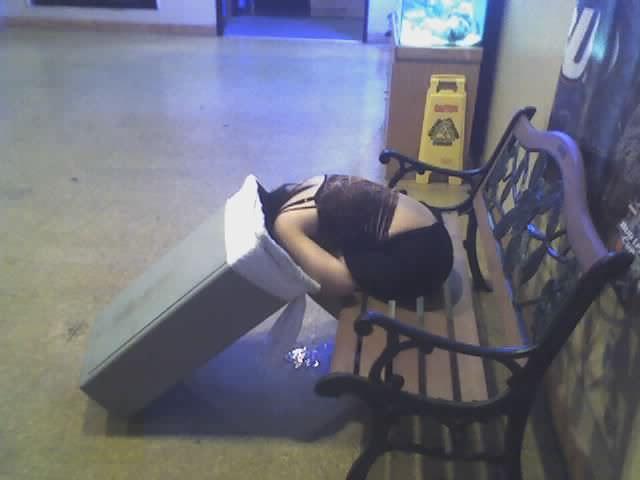 調子こいて酒飲みすぎた素人娘たちの悲惨なエロ画像 182