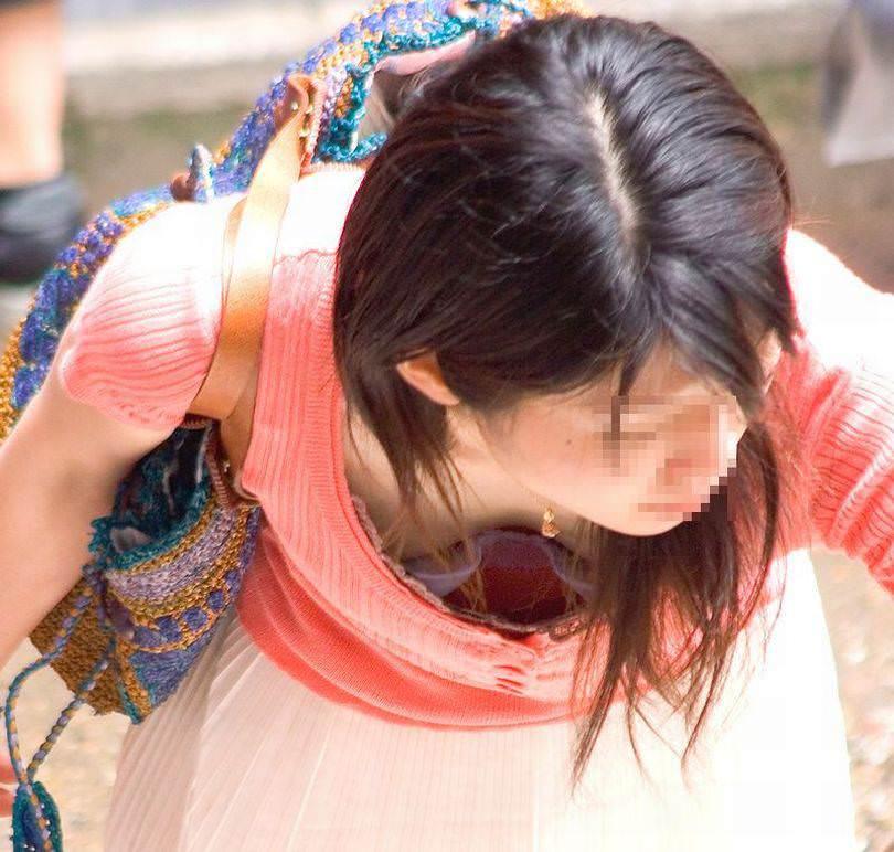 若い子から人妻まで乳首が見えたり見えなかったり街撮り胸チラエロ画像 203