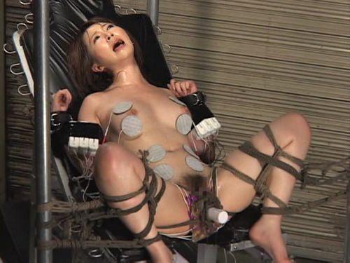 あらゆる拷問でドM女を調教してるSMエロ画像 2033