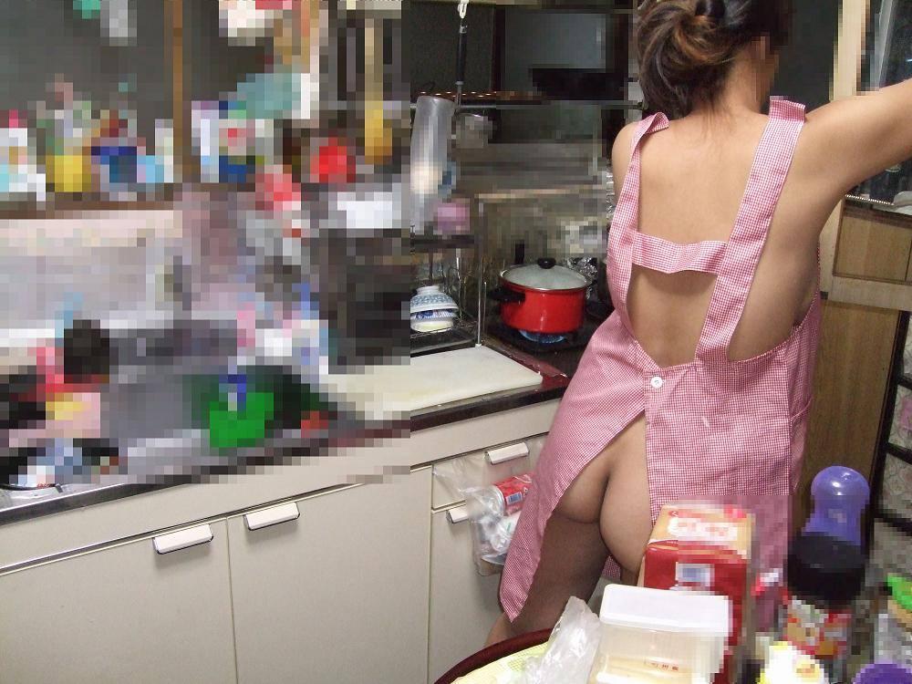 ガチ素人の夫婦が撮影した裸エプロンwww毎晩奥さんと変態プレイで燃えまくりwww 2103 1
