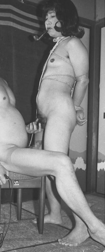 若かりし日の母さんがハメ撮りセックスしてる人妻エロ画像 225
