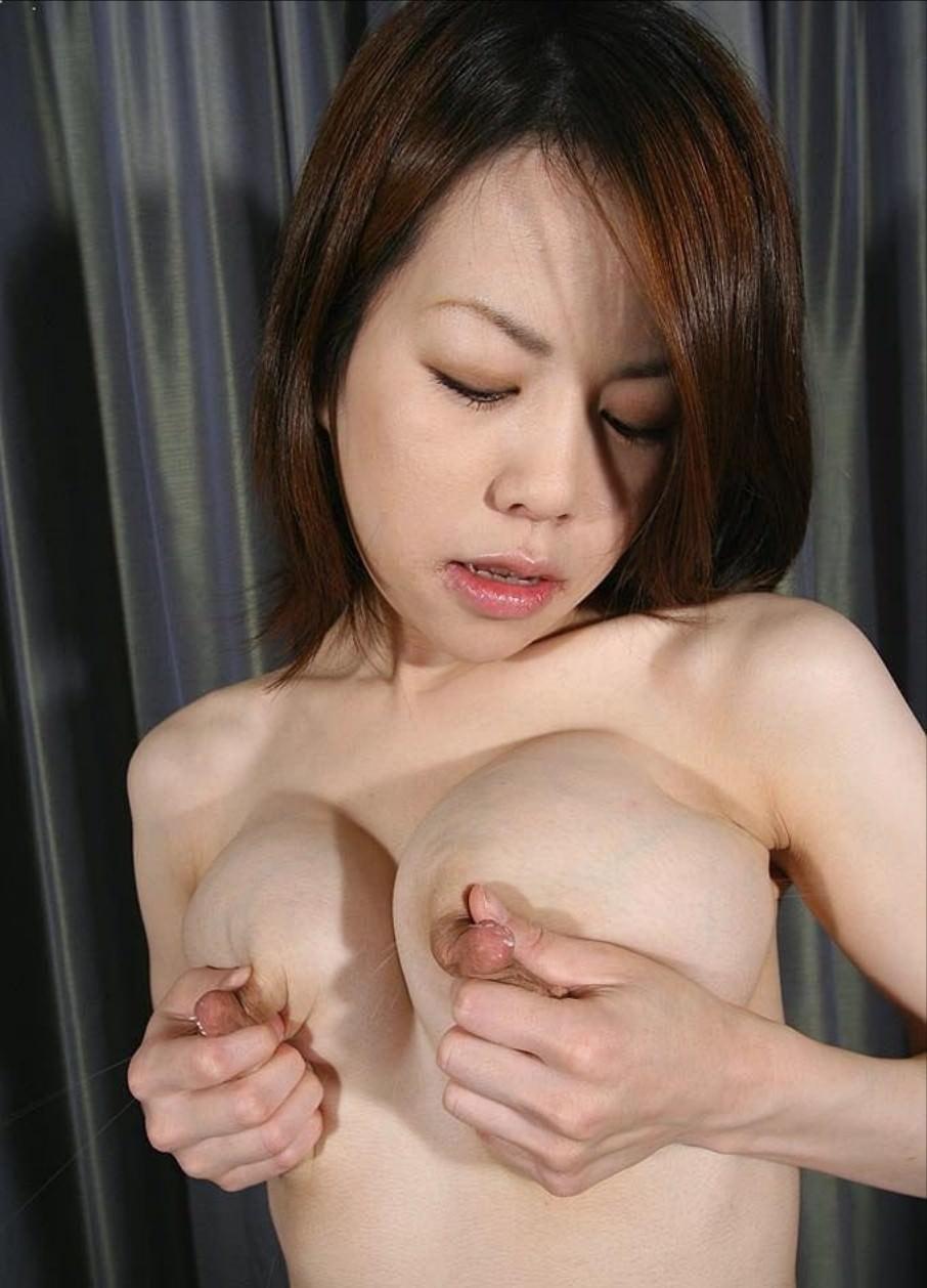 乳首からドピュッと母乳が発射してる人妻エロ画像 2529