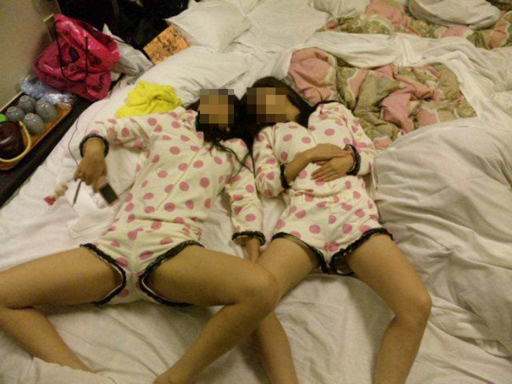 寝る前のパジャマ姿が可愛い素人娘のエロ画像 2629