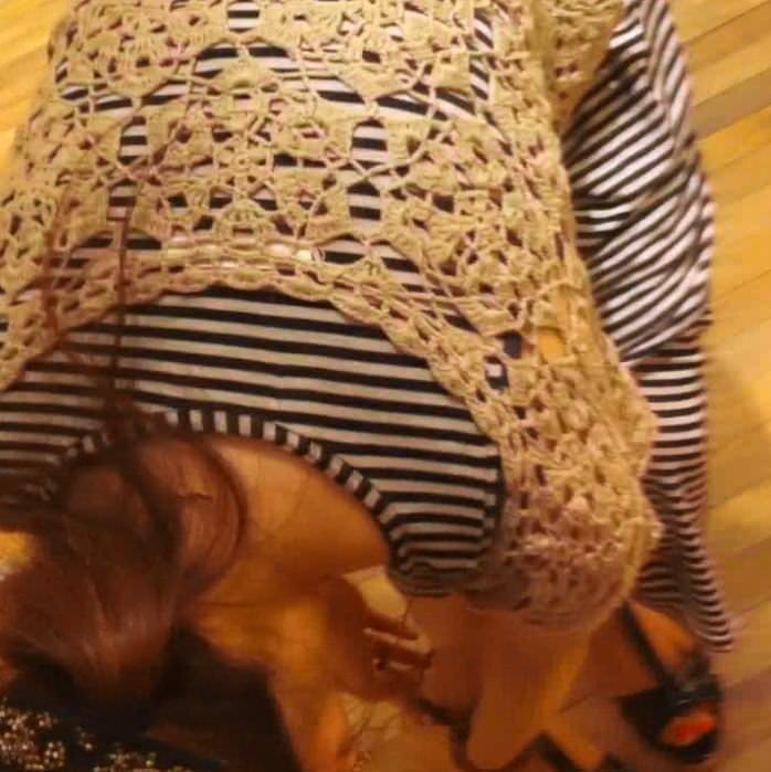 ワンピース着たガチで激カワのショップ店員のパンチラ胸チラ隠し撮りエロ画像 336