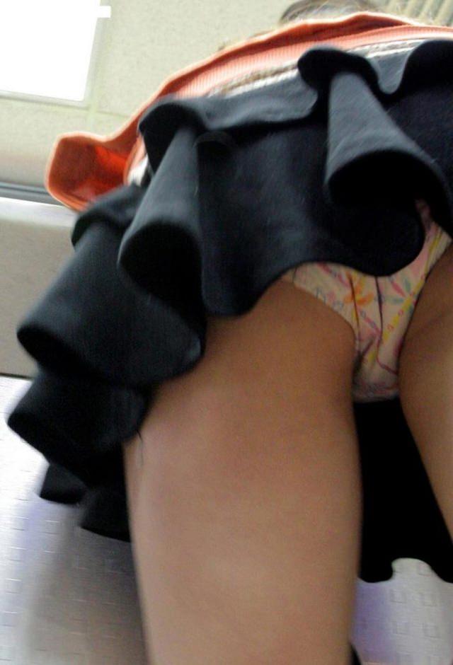 街ですれ違った女のパンツが無性に見たい欲求を満たしてくれる逆さパンチラ画像 388
