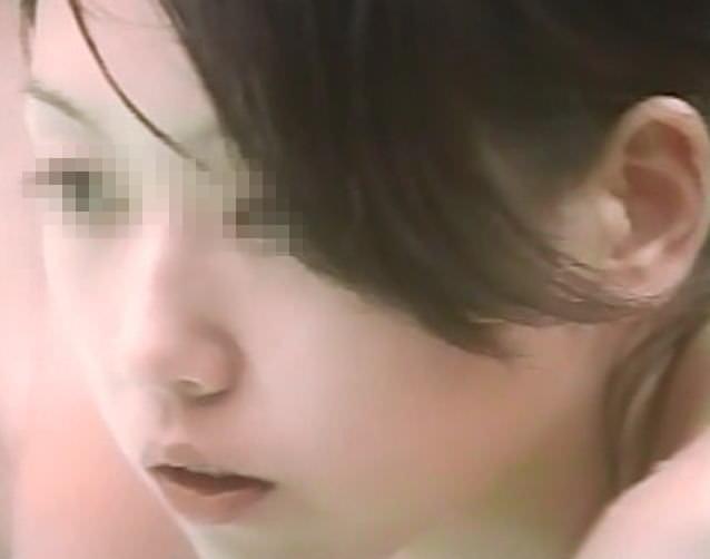 覗きが出来る噂の温泉で可愛い女の子をガチ隠し撮りした時のおっぱいとマン毛のエロ画像 420
