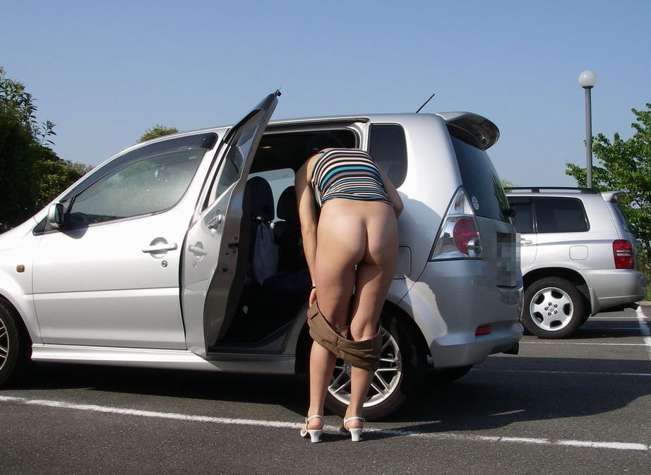 変態旦那とドライブ中にスイッチ入っちゃって脱いじゃった露出狂人妻のエロ画像 464