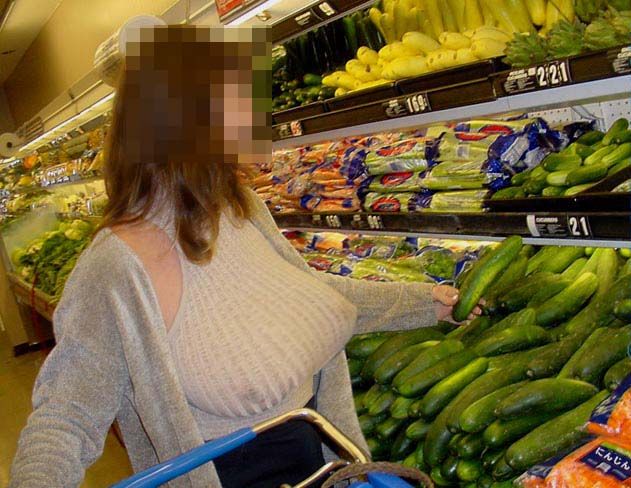 ガチ巨乳の素人娘がはち切れそうな着衣おっぱいを披露する街撮りエロ画像 473