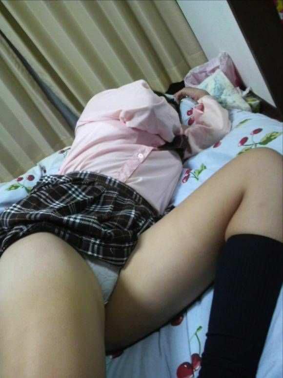 兄という立場で妹のだらしない下着姿を隠し撮りしたエロ画像 497
