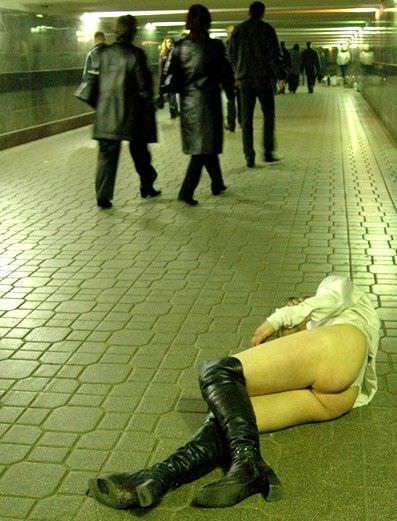 調子こいて酒飲みすぎた素人娘たちの悲惨なエロ画像 53