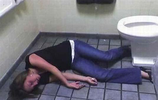 調子こいて酒飲みすぎた素人娘たちの悲惨なエロ画像 63