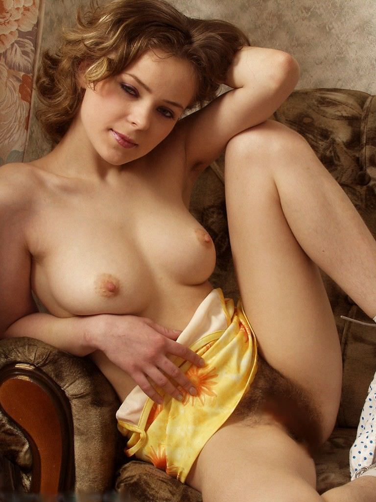 ワキ毛と美乳おっぱいのコラボがヤバい海外美女のエロ画像 675