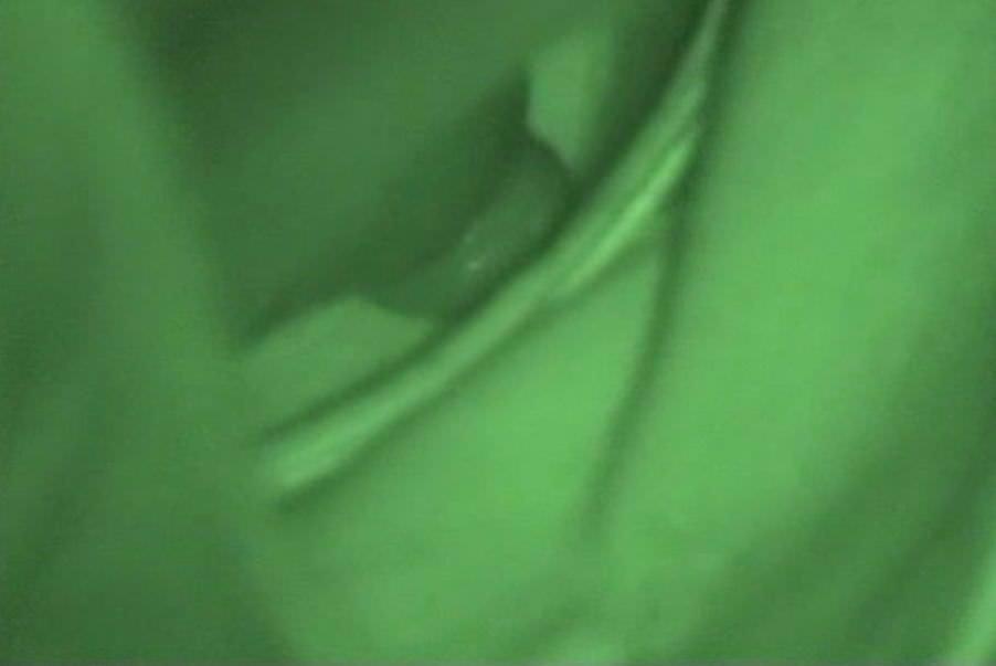 公園の貧乳おっぱい素人女の浮きブラから覗く胸チラ乳首のエロ画像 727