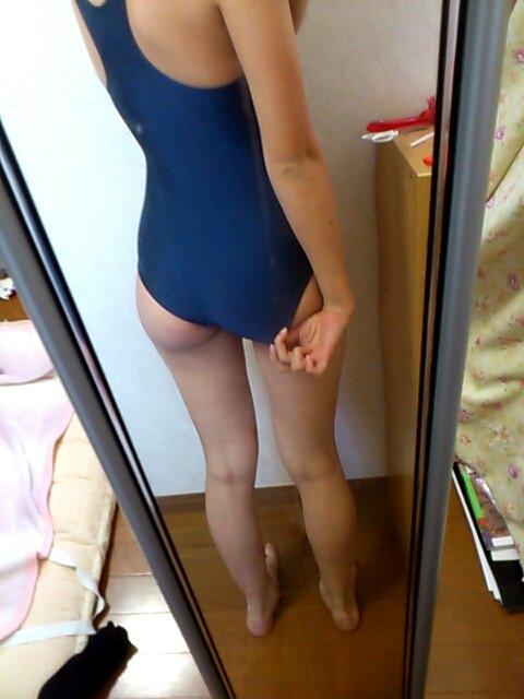 コスプレ好きの素人娘がスクール水着を着てエロ写メとってる自画撮りエロ画像 791