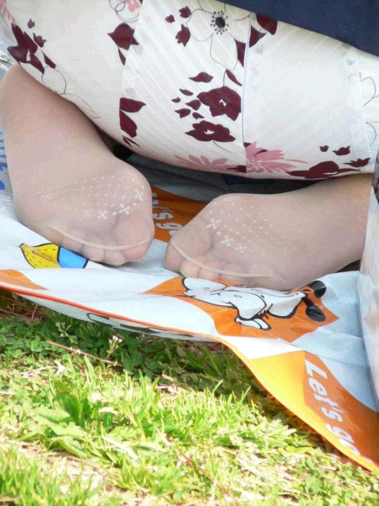 臭いほど勃起力が増すギャルやOLのパンスト足や生足のエロ画像 926