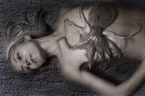 リアル触手姦されてるタコプレイ中のド変態エロ画像 969