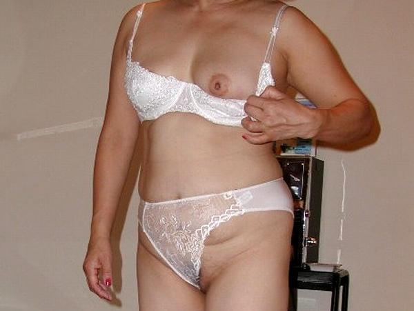 50代☆熟女達の白下着姿が超エロかったセクシー写メだぁーwwwやっぱ白下着って興奮するねぇーwww 0133