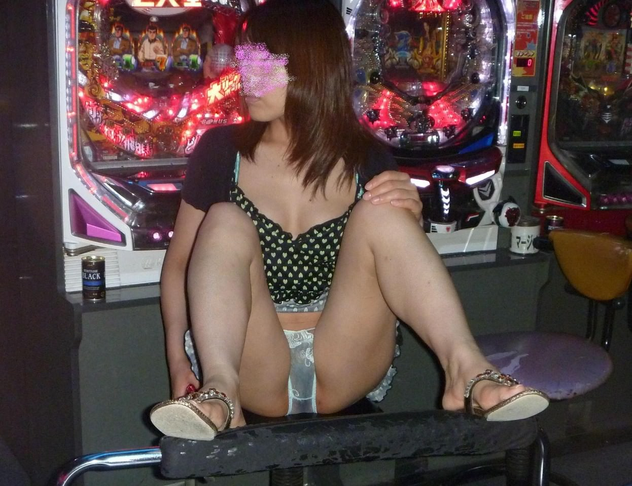 大胆に惜しげもなくM字開脚してるエロい素人女子の画像wwwwww 0638