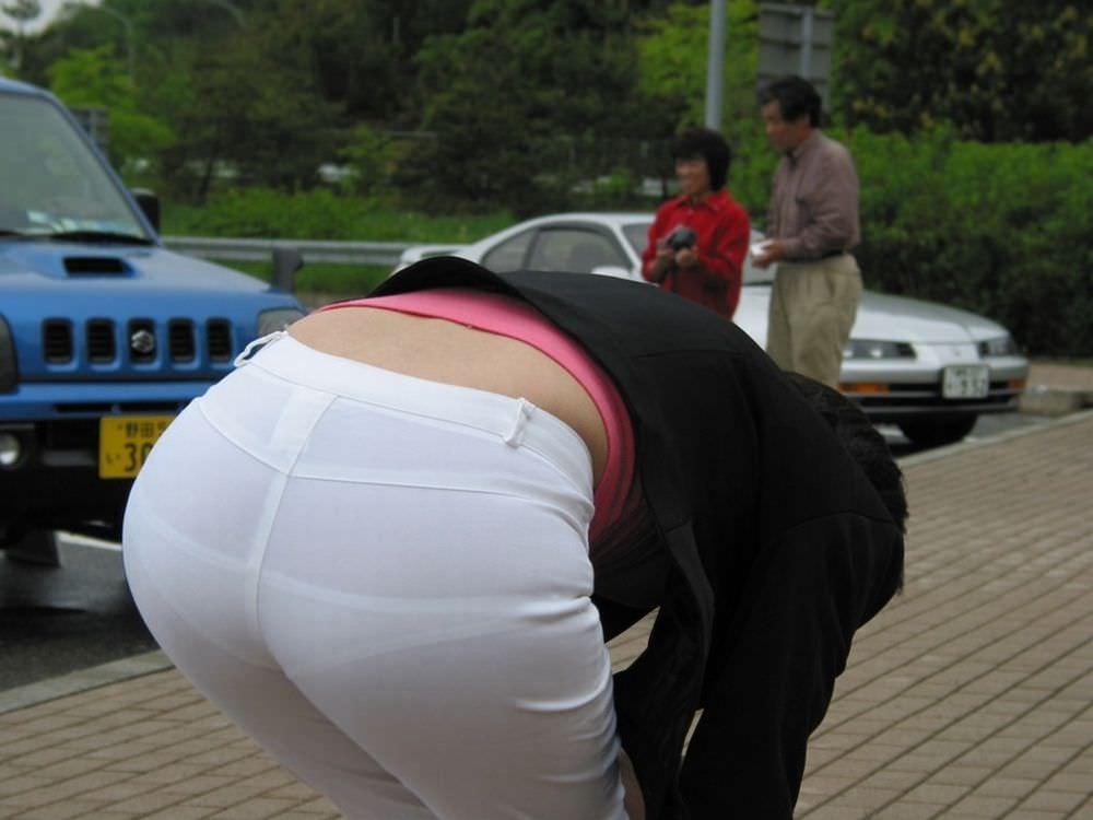 おパンティー透け透けのセクシーギャルを街撮りした透けパンチラエロ画像 102