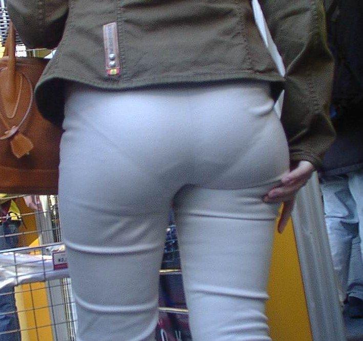 パンツやスカートが白いからパンティーモロ透け!素人の街撮りエロ画像 1061