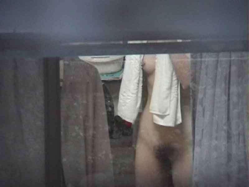 近所に住む女子大生の部屋やお風呂を隠し撮りしたエロ画像 1110