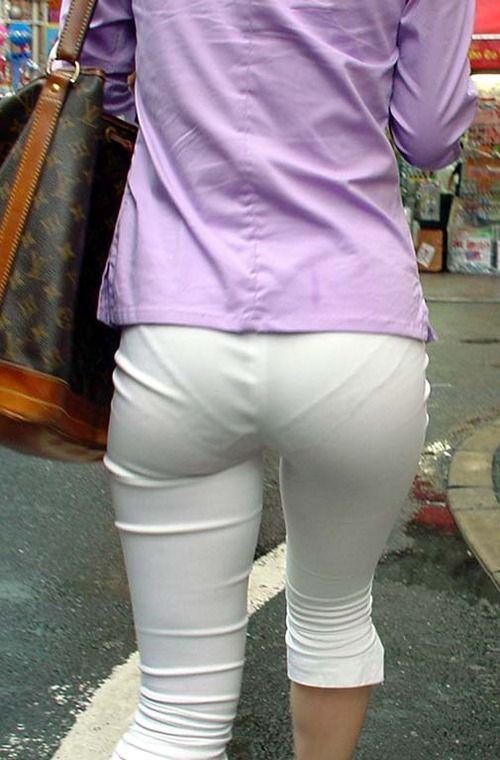 パンツやスカートが白いからパンティーモロ透け!素人の街撮りエロ画像 11100