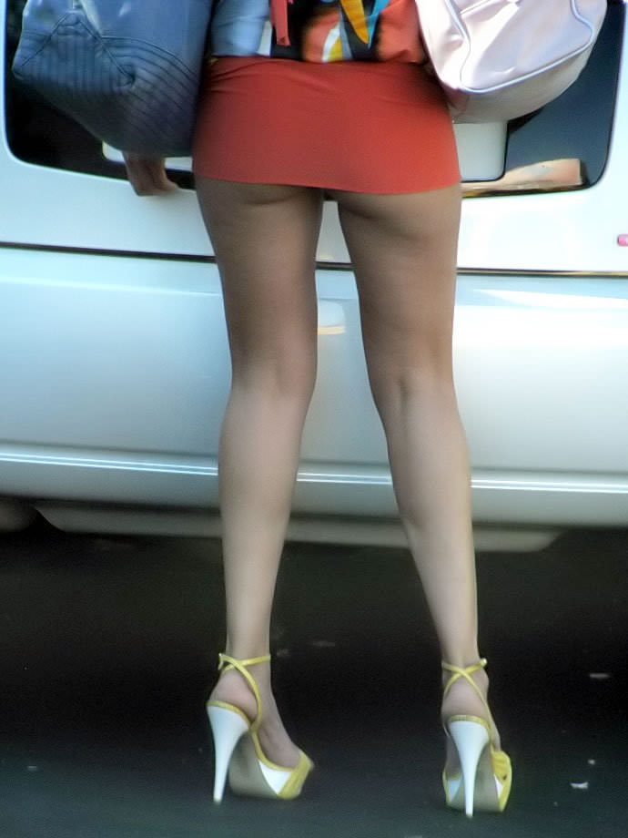 パンチラどころかプリッケツまでチラ見えしてる街撮りお尻の素人エロ画像 1123