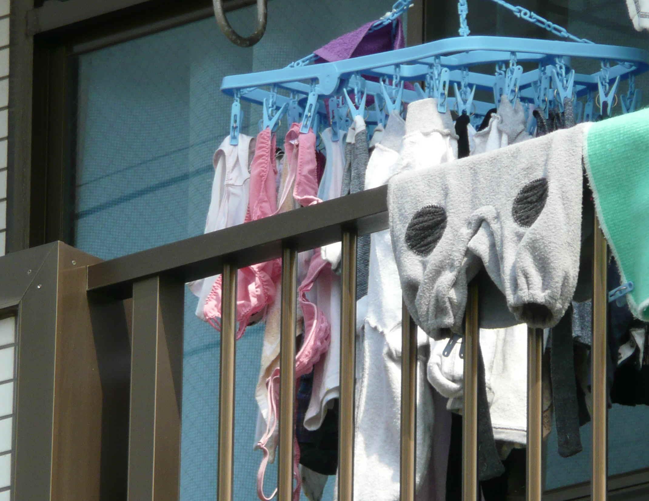下着フェチ 洗濯物 下着姿 若い素人妻が暮らすベランダに干された洗濯物のブラやパンティー