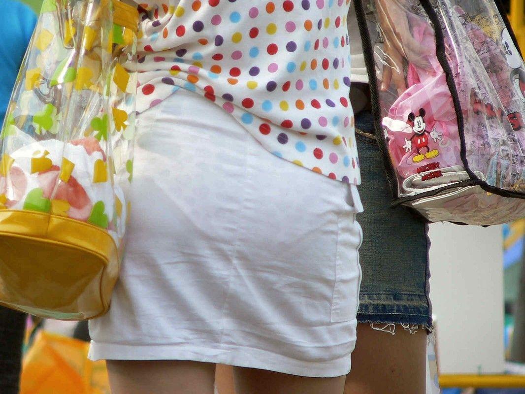 パンツやスカートが白いからパンティーモロ透け!素人の街撮りエロ画像 1200